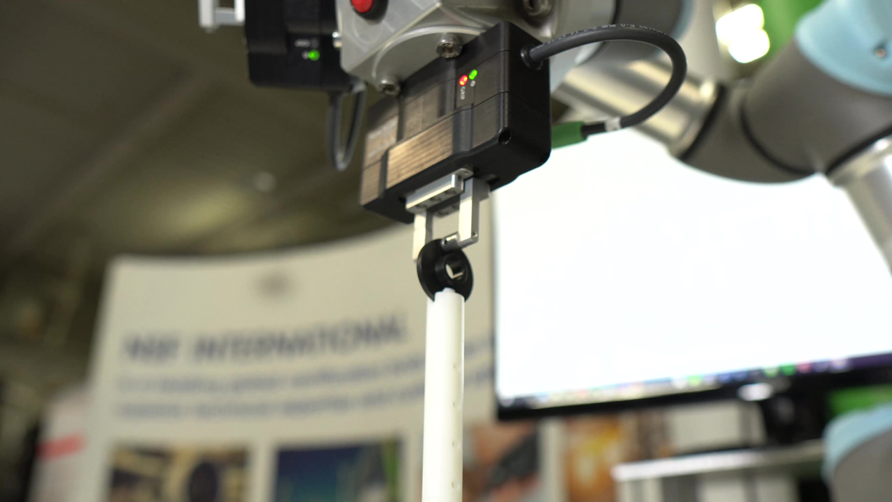 VIDEO: Three NSR-PG-10-20-URe grippers on one UR3e cobot